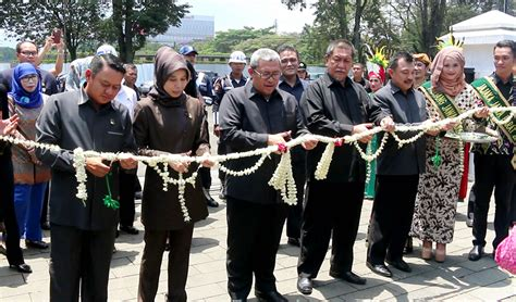 Undang Undang Ketransmigrasian dinas tenaga kerja dan transmigrasi provinsi jawa barat foto