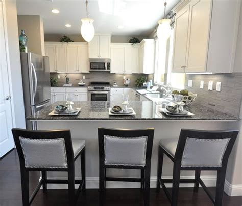 Countertop Stools Kitchen Best 25 White Cabinets Ideas On White Cabinets White Countertops Kitchens With