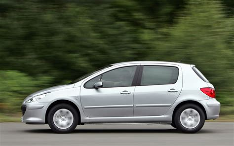 pezo car peugeot 307 hatchback review 2001 2007 parkers