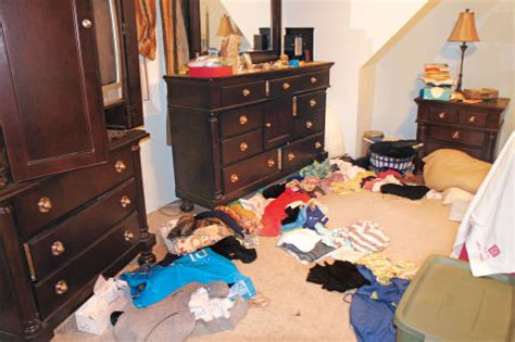 how to clean a cluttered bedroom organizing your bedroom how to declutter your bedroom