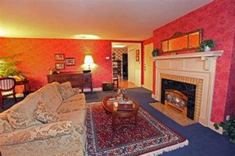 red couch inn highland picture of the red coach inn historic bed and