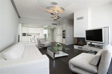 modernes apartment wohnzimmer glas und wei 223 couchtisch design ideen f 252 r das moderne