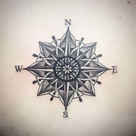 tattoo compass mandala 17 meilleures id 233 es 224 propos de mandala compass tattoo sur