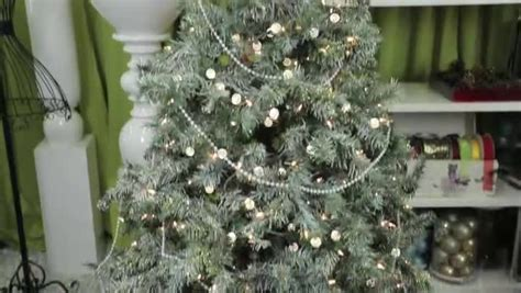 where to put tree how to string on a tree ehow