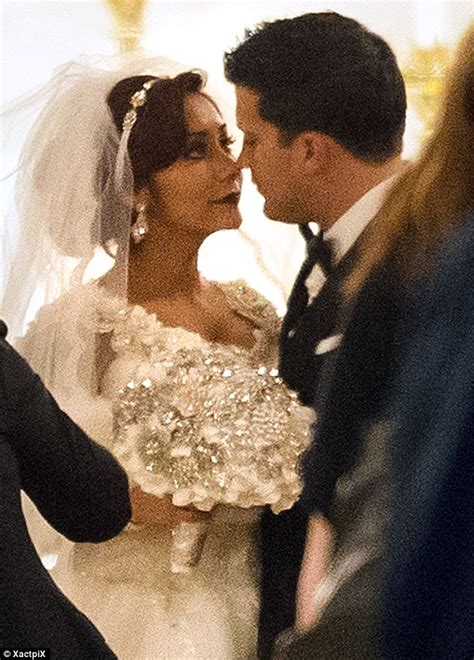 Snooki marries Jionni LaValle in Great Gatsby inspired