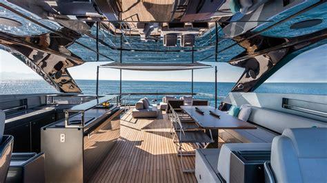 jacht ibrahimovic lo yacht riva 100 corsaro di ibrahimovich sembra essere