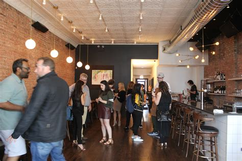 Farm To Table Chicago by Peek Inside Logan S New Farm To Table Eatery Daisies