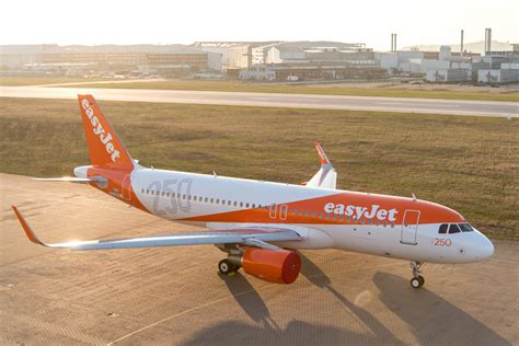 easyjet cabin crew recruitment easyjet to recruit more than 1 200 new cabin crew