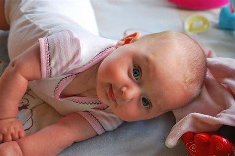 baby dreht sich im schlaf auf bauch gesunde kinder m 252 ssen nicht gezielt gef 246 rdert werden