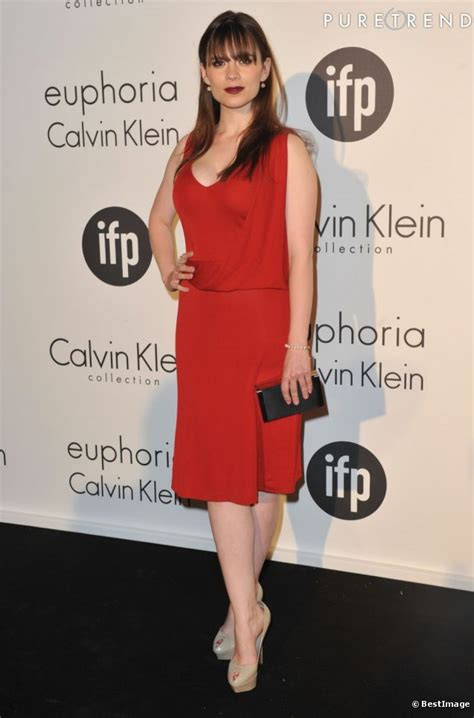 The Lanvin Satin Ludvine Is by L Actrice Anglaise Hailey Atwell En Calvin Klein