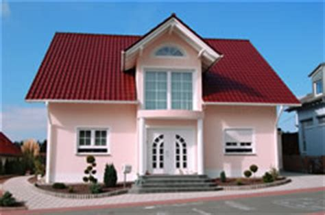 welche hausfarbe zu rotem dach haussockel verblenden verkleiden hausgarten net
