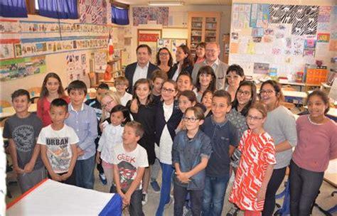 themes photo de classe six fours une classe de cm1 cm2 d 233 bat avec le d 233 put 233