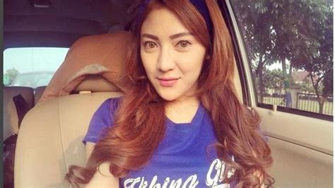 Kaos Bola 2 Cowok Ganteng Pasti Persib Bandung sepak bola bukan cuma olahraga cowok aja 10 suporter