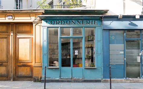 the boat cafe best coffee shops paris city guide