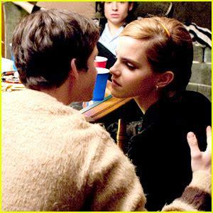 film di emma watson e logan lerman enjoy emma watson kiss scene with logan lerman inbolnet
