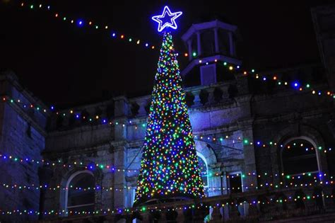 whats new for 2015 in lights christmas christmas lights in cornwall 18 of the best switch on