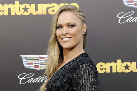 ronda rousey house road house remake will star ronda rousey as patrick swayze s iconic bar bouncer