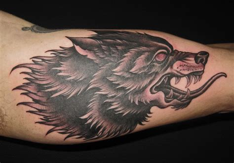 snarling wolf tattoo black and grey tattoos lonsdale