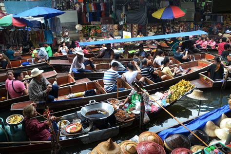 living on a boat thailand an introduction to thailand s floating markets