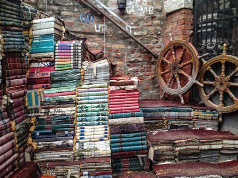 venezia libreria acqua alta libreria acqua alta venezia una delle librerie pi 249