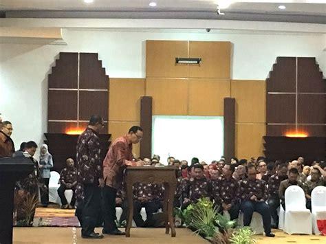 Jurnalistik Terapan Pedoman Kewartawanan Dan Kepenulisan 1 uji kompetensi jurnalis pwi gandeng unair jokhanan kristiyono