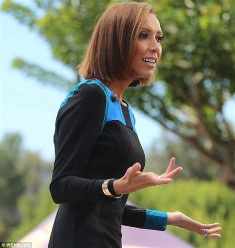 giuliana rancic surrogate pregnancy 2014 giuliana rancic smiles on extra days after surrogate s