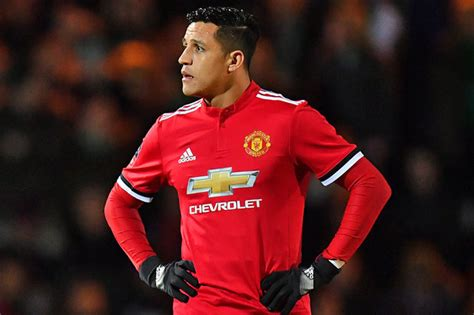 alexis sanchez man u man utd news alexis sanchez centre of dressing room