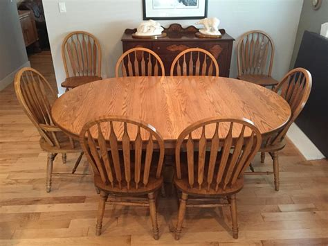 oak dining room table   chairs malahat including