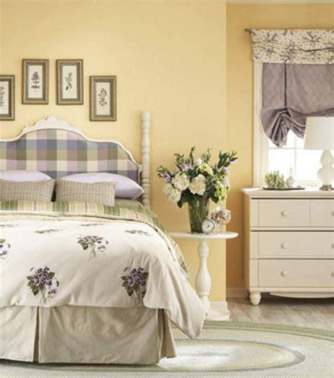 pareti letto pareti gialle in da letto per un atmosfera shabby