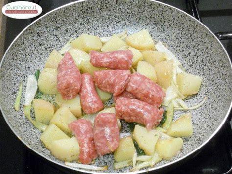 cucinare patate rosse salsiccia con patate rosse e salvia ananas cucinare it