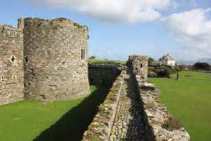 curtain wall of a castle the outer curtain wall at beaumaris 169 jeff buck