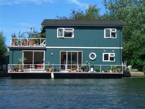 house boats to rent uk stunning houseboat on river thames room to rent from