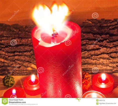 imagenes velas rojas encendidas velas rojas encendidas foto de archivo libre de regal 237 as