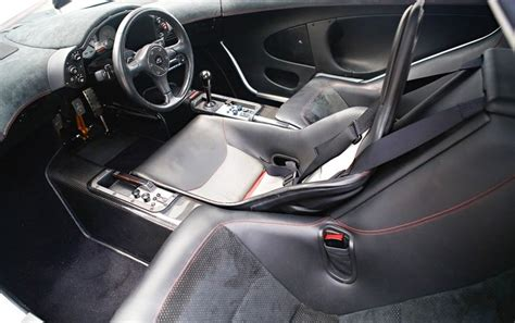 mclaren f1 seats mclaren f1 interior the driver sits in the middle and