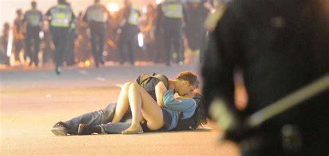 Vancouver Riot Kiss Meme - vancouver riot kiss youtube