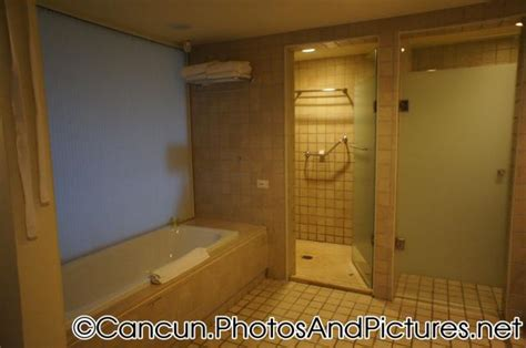 coral bathroom suite privileged junior suite bathroom at ocean coral turquesa jpg hi res 1080p hd