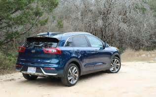 Kia Suv Models 2017 Kia Niro Phev And Shoulders With Other Kia