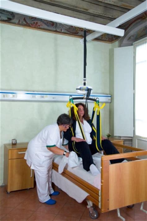sollevatori per disabili a soffitto i sollevapersone a binario e imbragature di tecnosad