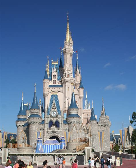 Eddie Merlot's, Disney, Six Flags and a Royal Baby   Our Space