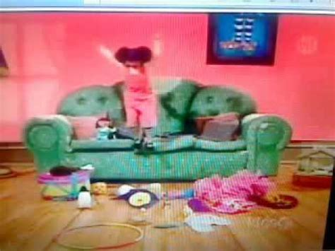 big comfy couch ten second tidy big comfy couch quot time for molly quot 10 second tidy with