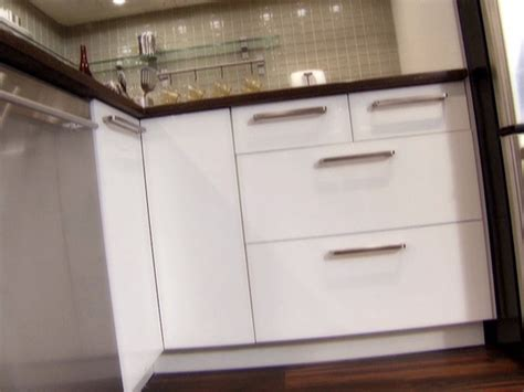 install kitchen cabinets installing kitchen cabinets how tos diy