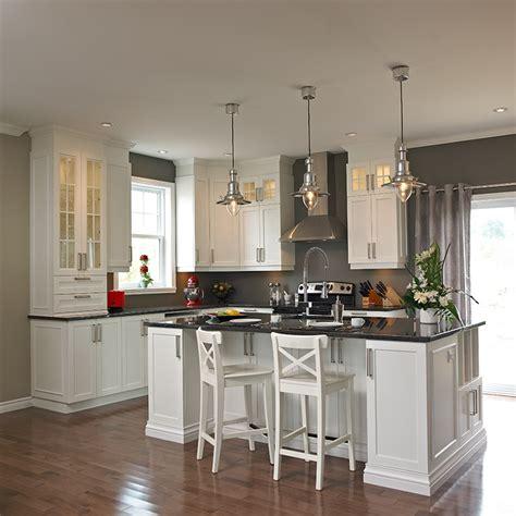 realisation cuisine davaus cuisine blanche comptoir noir avec des