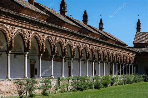 monastero pavia chiostro grande monastero certosa di pavia italia