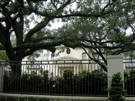 joel olsteen house after move to 10 5 million river oaks mansion joel osteen offers culturemap