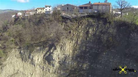 general layout en français drone video frana di pietta di tizzano val parma