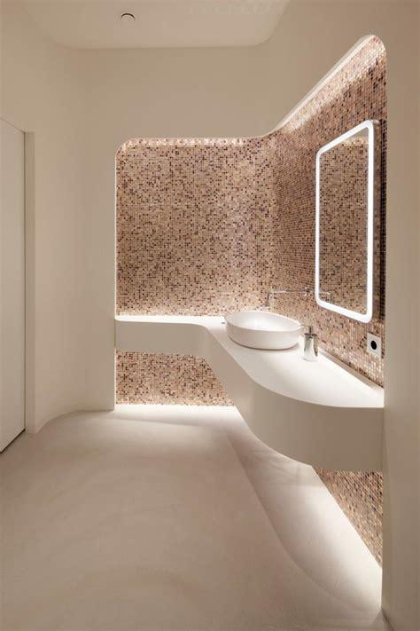 idee illuminazione bagno design bagno ultramoderno con rivestimento in mosaico e