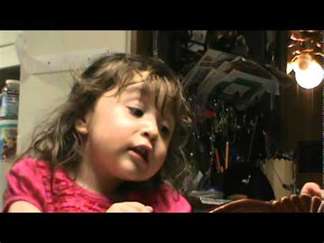 Baby girl singing Laura Pausini's En cambio no - YouTube Laura Pausini Baby Girl