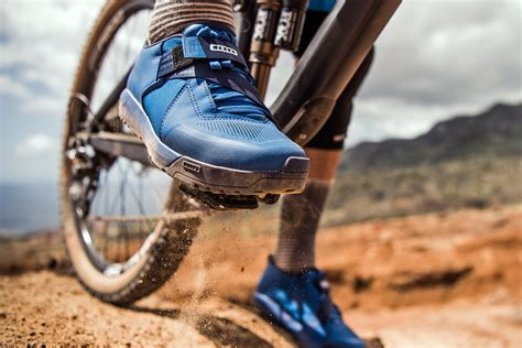 flat pedal mountain bike shoes ion steps into clipless flat pedal shoes with new rascal