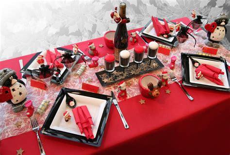 Ordinaire Ensemble Nappe Et Serviette De Table #9: Decoration-de-table-Noel-rouge-noir-blanc.jpg