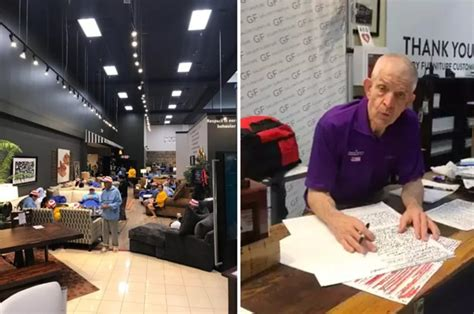 Mattress Mac by Houston S Quot Mattress Mack Quot Opened His Furniture Store To Flood Victims And Hundreds Rushed In